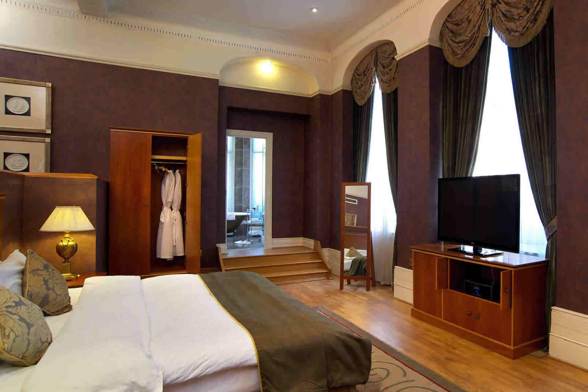 Quebec hotel leeds bedroom